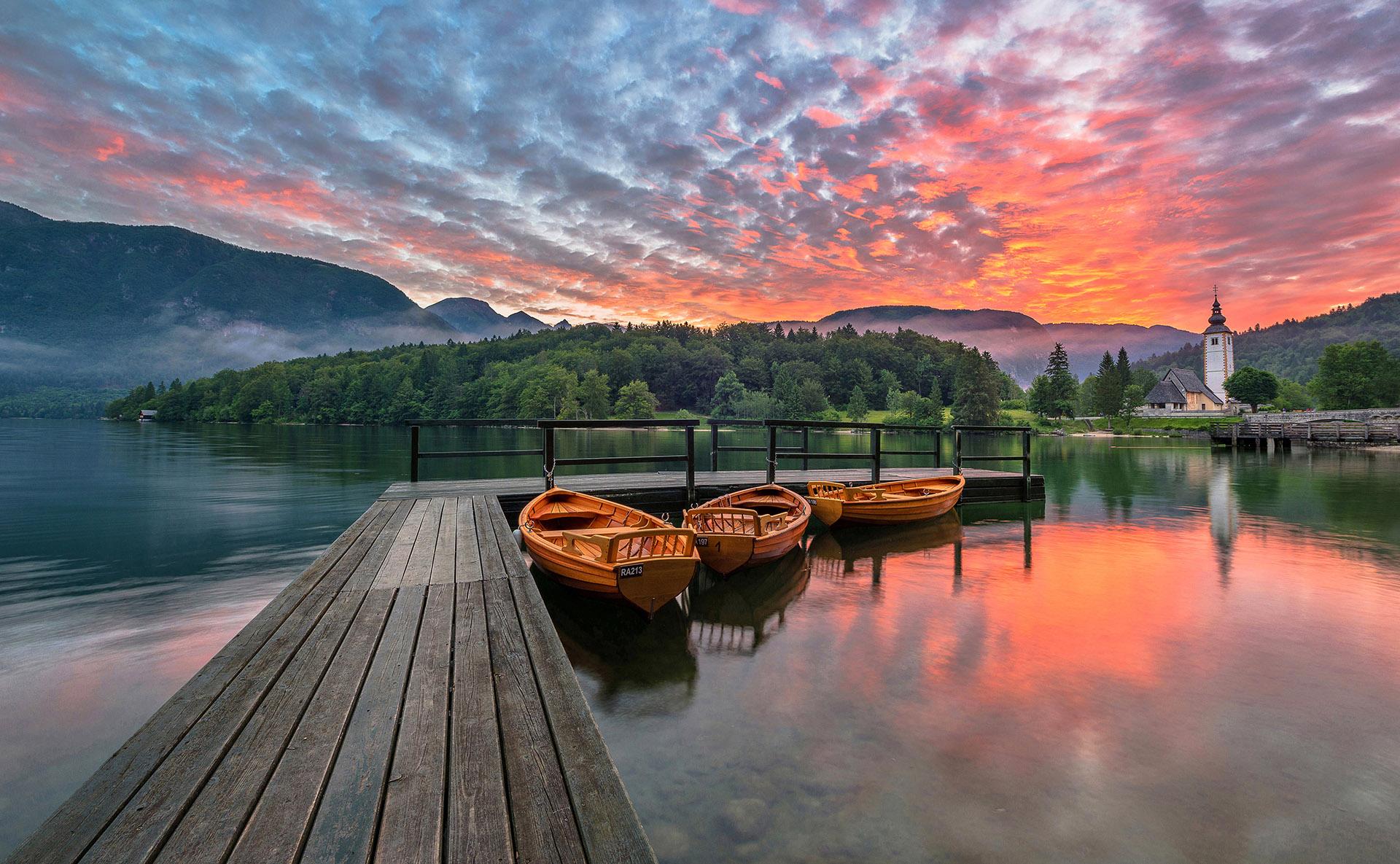 Kartice Slovenije: Bohinjsko jezero na čarobno poletno jutro