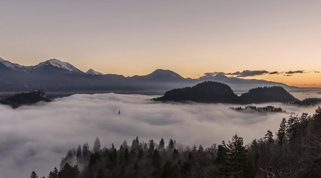 02-bled-foggy-sunrise-early-morning