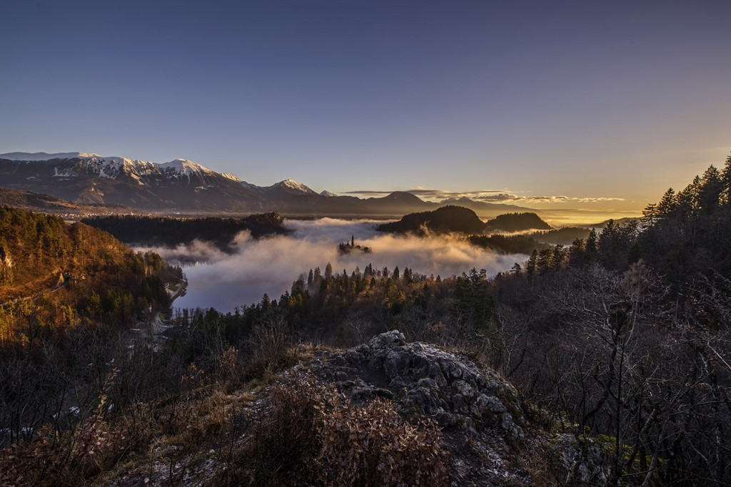 04-bled-foggy-sunrise-early-morning