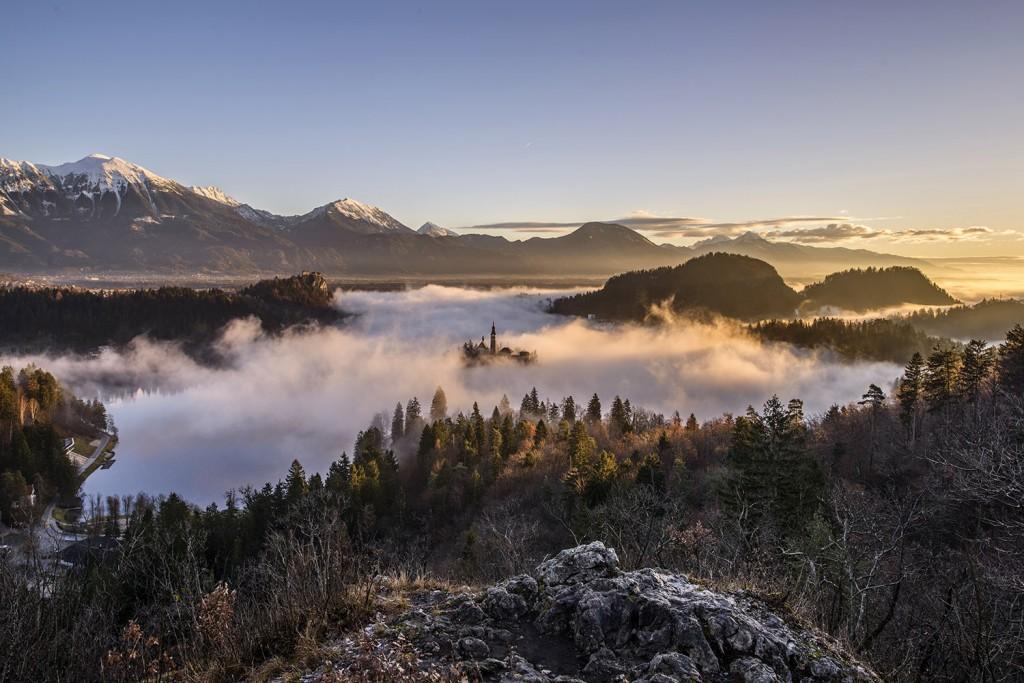 05-bled-foggy-sunrise-early-morning