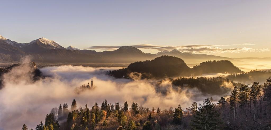 06-bled-foggy-sunrise-early-morning