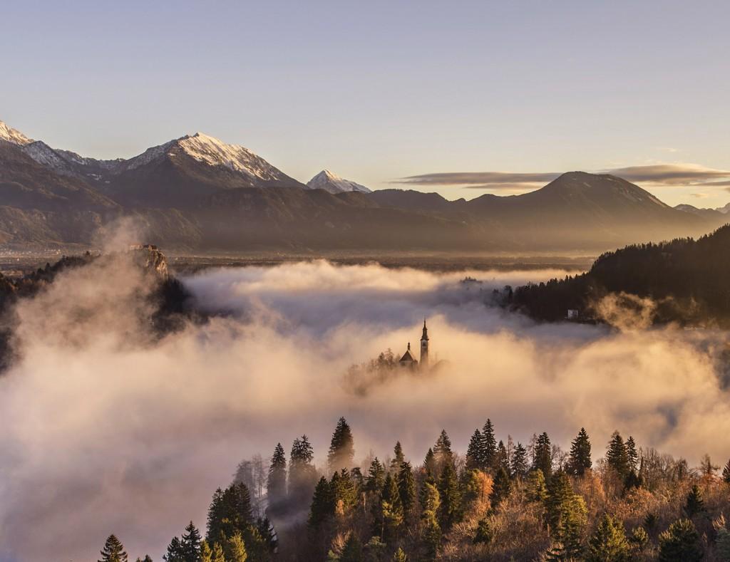 07-bled-foggy-sunrise-early-morning