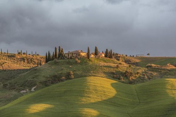 tuscany-villa-sunrise-meadows-dreamypixel