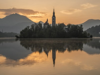mystic-sunrise-at-lake-bled-1