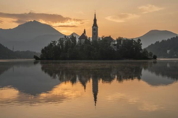 mystic-sunrise-at-lake-bled-1