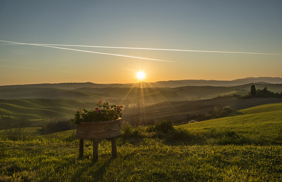 02_tuscany-sunrise-from-our-villa