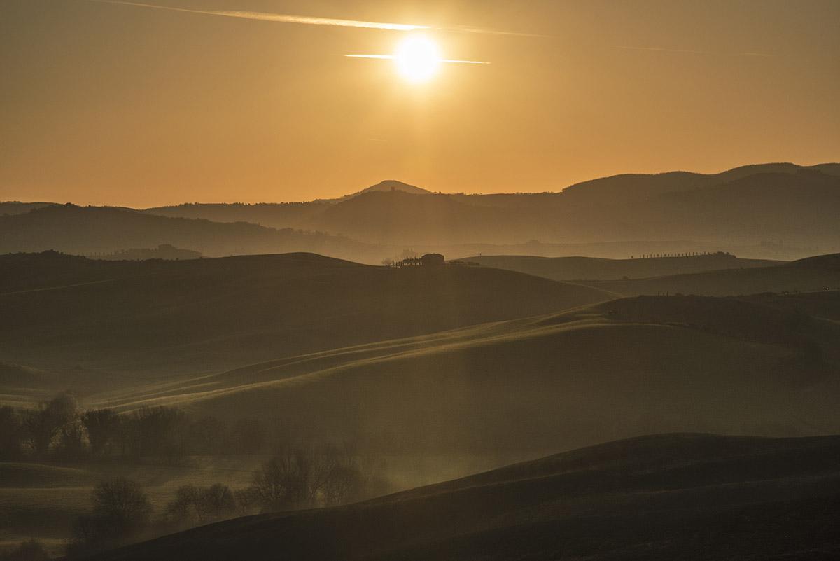 16_tuscany-grassland-sunrise