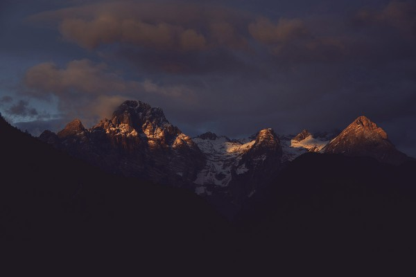 dark-sunrise-at-the-mountains-featured