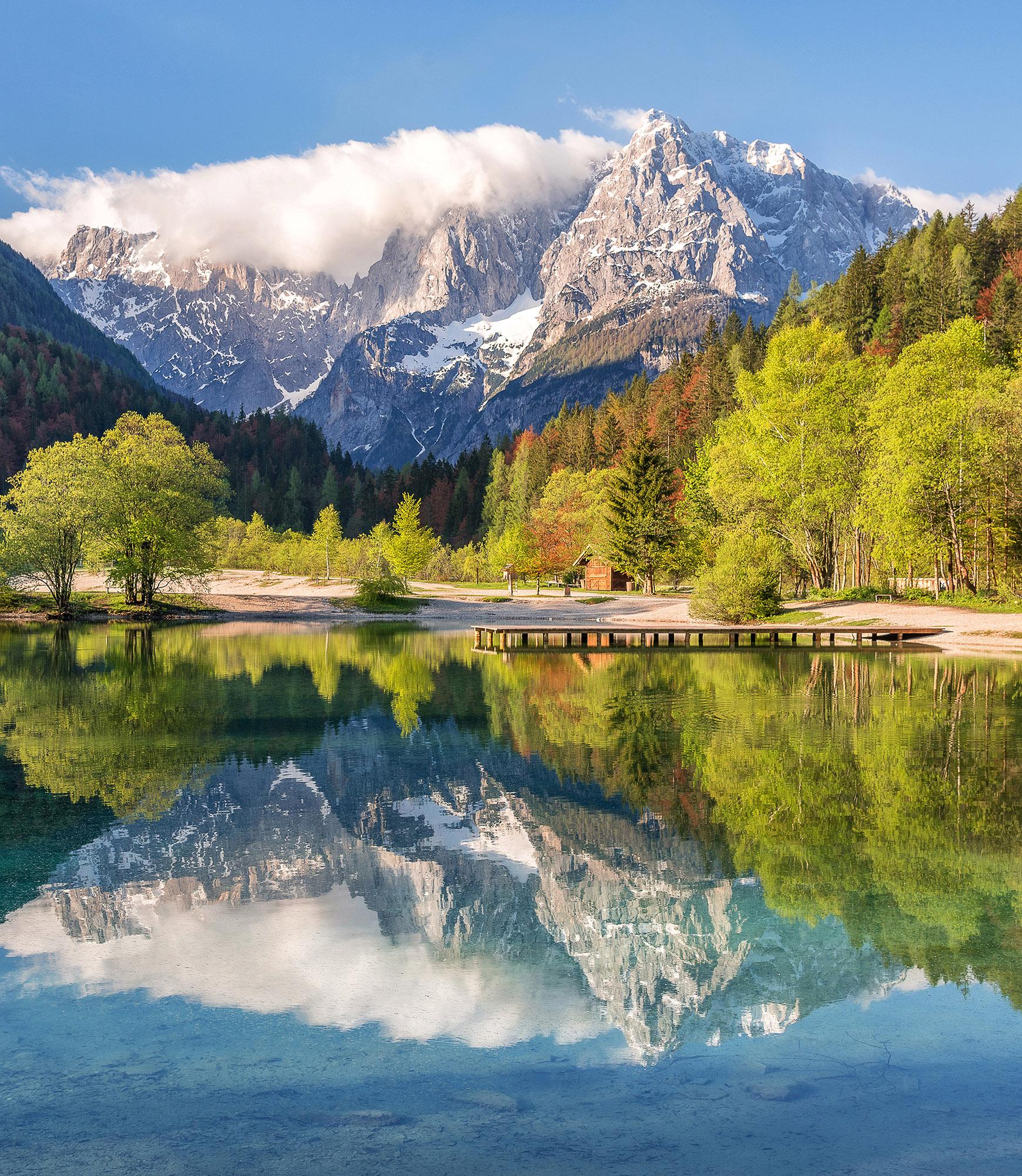 Beautiful Lake House Homes: Jasna Lake With Beautiful Reflection