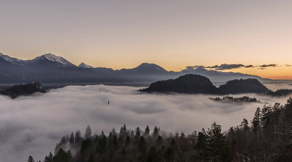 02-bled-foggy-sunrise-early-morning