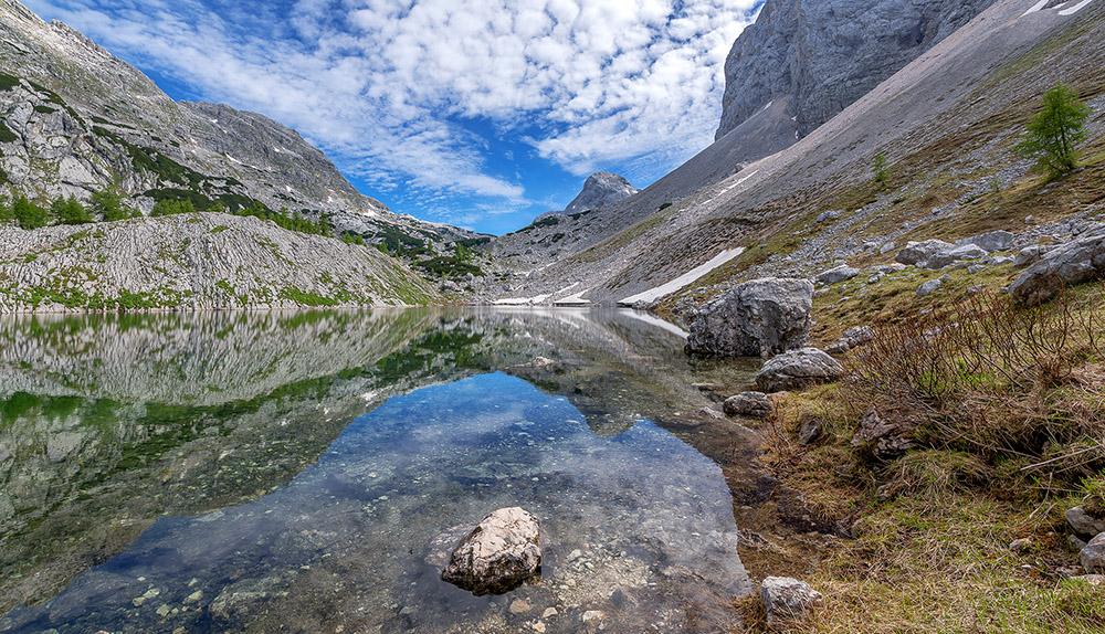 Čudoviti odsevi sosednjih gora