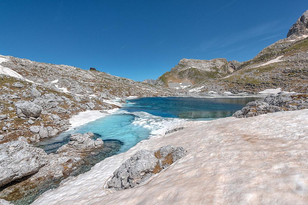 Zgornje jezero je bilo še polno ledu