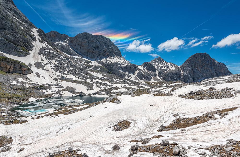 Mavrični oblaki nad jezerom pri Prehodavcih