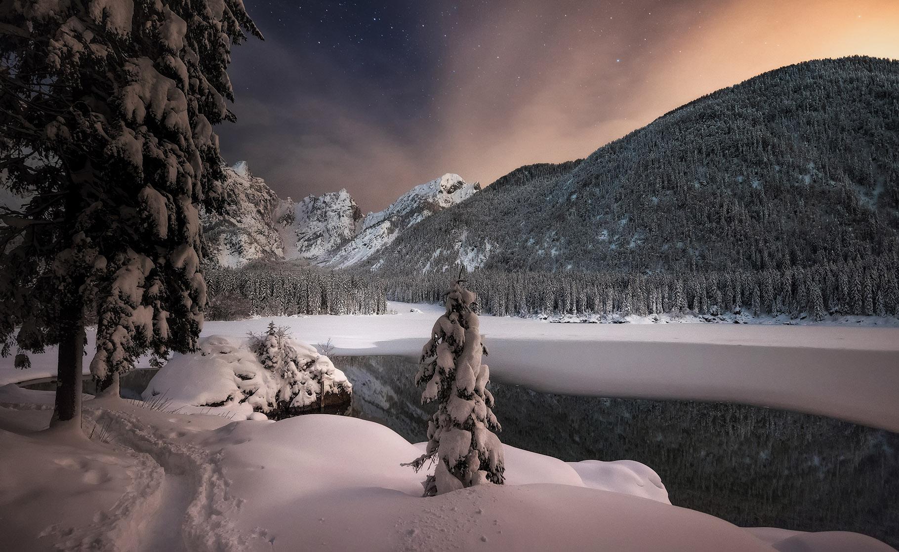 Zgornje Belopeško jezero v mrzli noči