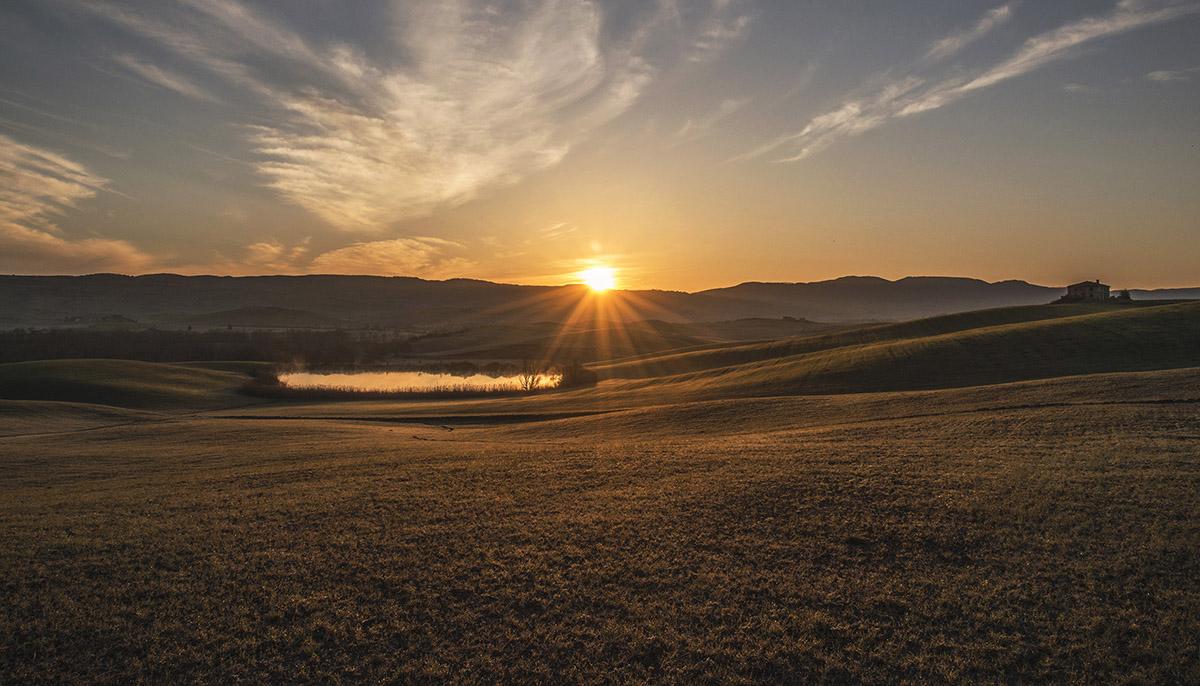 05_tuscany-sunrise-over-lake