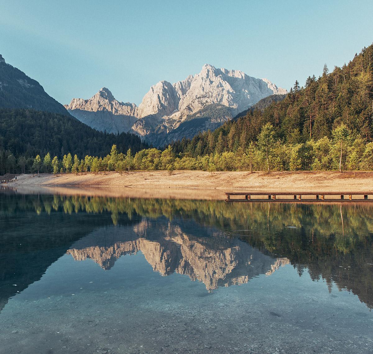 beautiful-reflections-at-lake-jasna