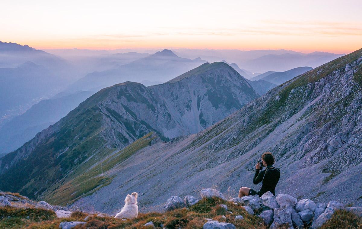 photographer-shooting-sunset-julian-alps-triglav-featured