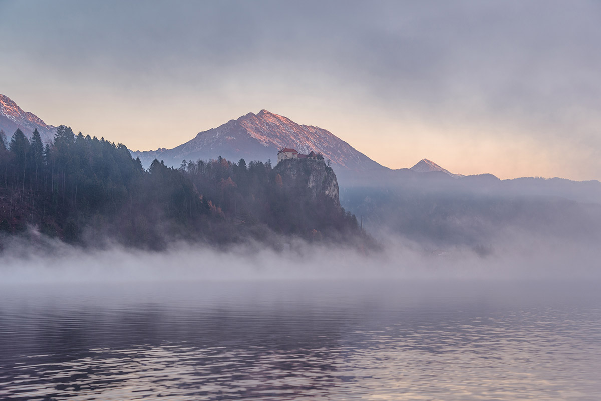 bled-castle-sunrise-fog