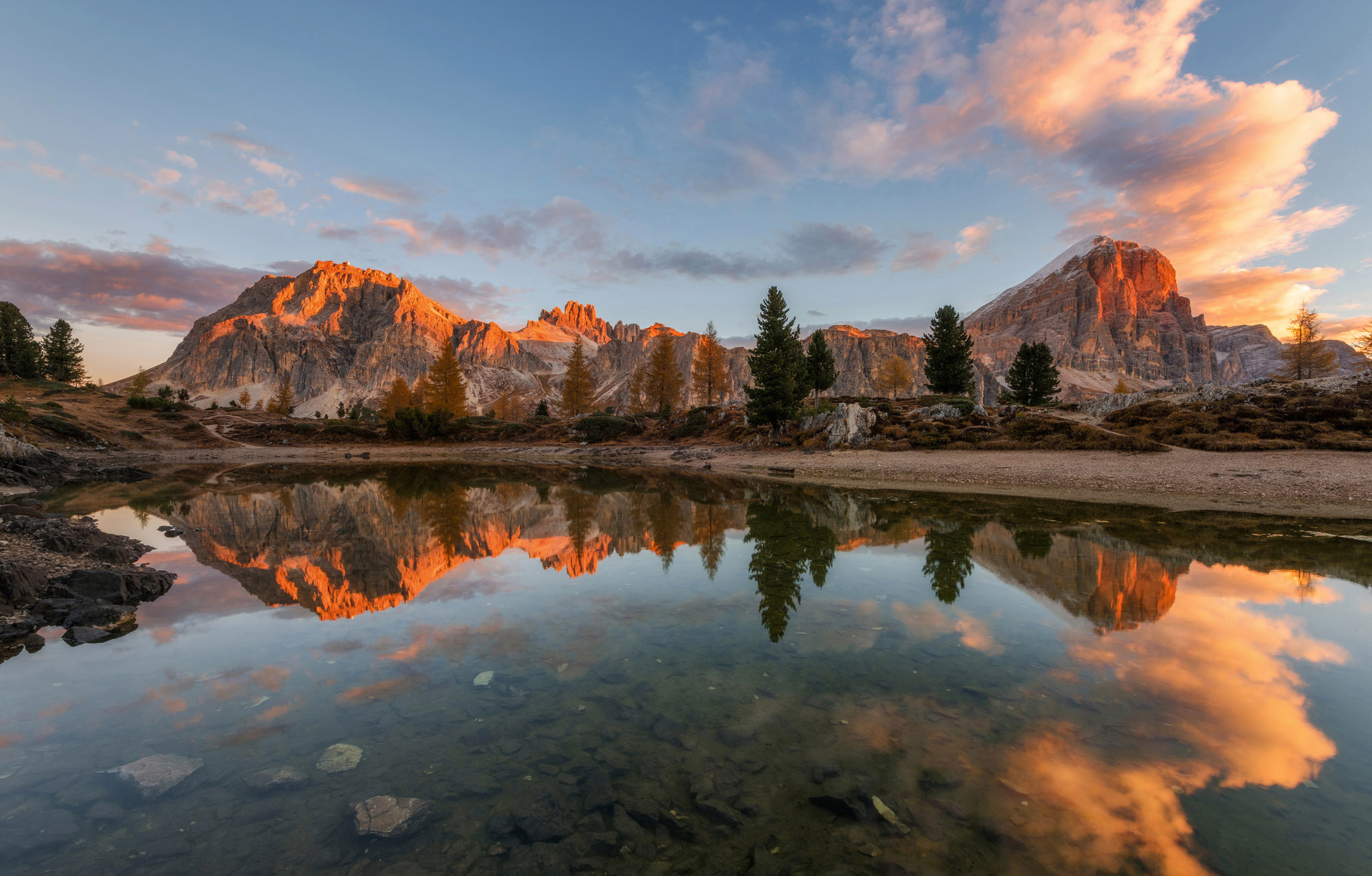 Dreamy Pixel | Autumn scenery by the lake Limides - Dreamy ...